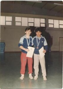 1987 : Α.Ο.Ν Πετριτσίου. Στην πρώτη αγωνιστική συμμετοχή του σωματείου, από αριστερά ο Παπαδόπουλος Γιώργος και δεξιά ο Γαλλίδης Βάϊος.