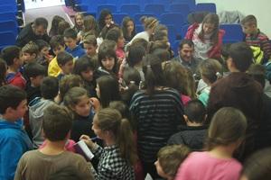 Οι μαθητές του Πολύγυρου υποδέχονται τον Πύρρο Δήμα (video)